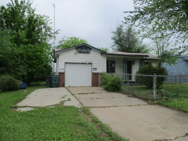 1001 E 52nd St N, Tulsa, OK 74126