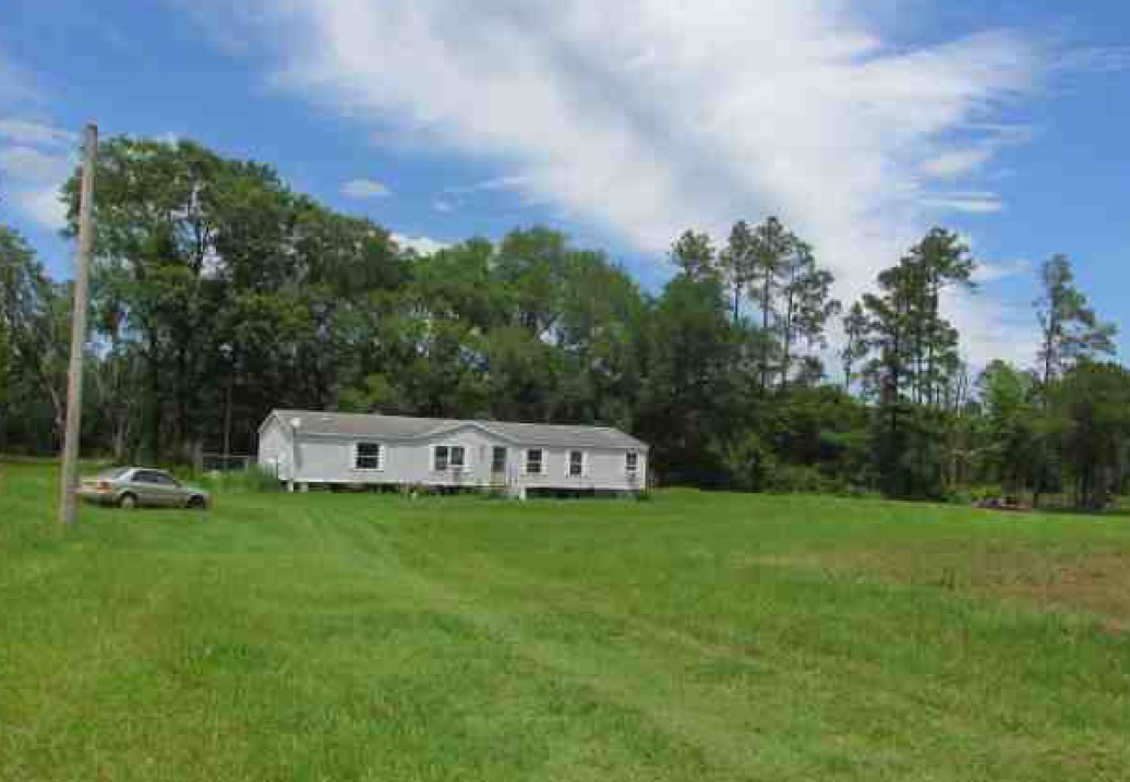 1779 Perry Pl, Caryville, FL 32427