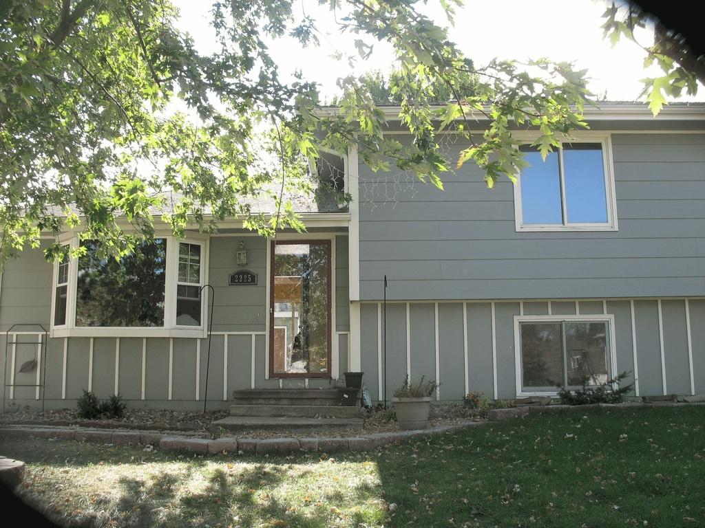 Des Moines foreclosures – 2225 E Caulder Ct, Des Moines, IA 50320