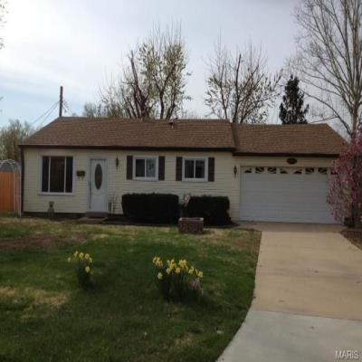 12131 Wakefield Pl, Maryland Heights, MO 63043